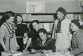 Gwendolyn Bennett (seated, center) at the Carver School, NYC, 1945.  Elizabeth Catlett is to the immediate left.  Others are, from left: Maymie Brown, Liz Branson, Edith Roberts, Hermine Dumont.  Photo: Collection of Elizabeth Catlett estate.