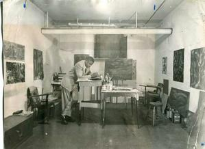 Merton Simpson in studio, 1092-53. Photo collection of Merton Simpson Gallery