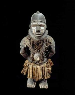Yombe artist, Mayombe, Democratic Republic of the Congo, Nkisi, 19th century. Wood, shell, vegetal figer, metal, pigment, glass. Royal Museum for Central Africa, Tervuren, Belgium
