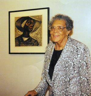 Elizabeth Catlett with her Sharecropper print, Hampton University Museum, 1998. Photo: Gregg Adams