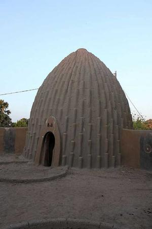 Cameroon structure. African Vernacular Architecture Database