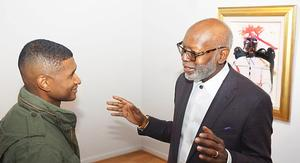 Usher listens as Jerry Thomas explains the meaning of his Bearden acquisition Alan Avery Art Company (Courtland C. Bivens/The Write Publicist & Co. ©)
