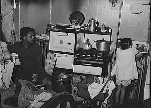 Russell Lee, Chicago kitchenette apartment, 1941